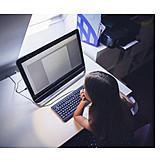 Mädchen, Nachdenklich, Computer