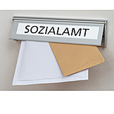 Sozialamt, Posteinwurf