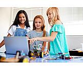 Mädchen, Zusammenarbeit, Programmieren, Schülerinnen