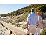 Glücklich, Strandurlaub, Seniorenpaar