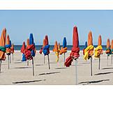 Strand, Sonnenschirm, Nachsaison