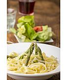 Grüner Spargel, Tagliatelle, Mittagessen