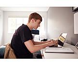 Tippen, Laptop, Online, Student