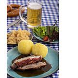 Bayrische Küche, Schweinebraten, Kartoffelknödel