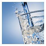 Eingießen, Mineralwasser