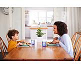 Mutter, Zuhause, Sohn, Mittagessen