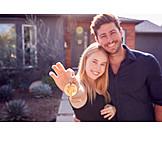 Paar, Glücklich, Eigenheim, Haustürschlüssel, Neues Zuhause