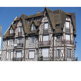 Timbered, Architecture