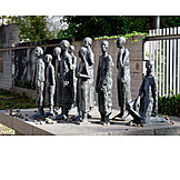 Berlin, Jewish cemetery, Bronze statue, Jewish victims of fascism, Will lammert